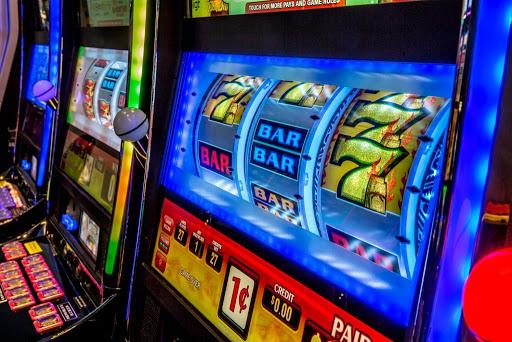 Slot Games Online Tetap Menawarkan Daya Tarik Berbeda